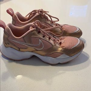 Nike Air Sneakers 9.5